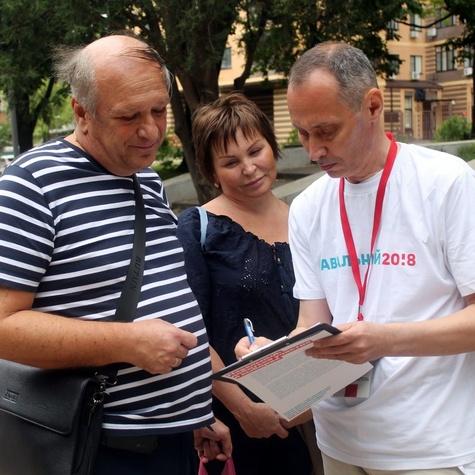 Рассказываем прохожим об Алексее Навальном