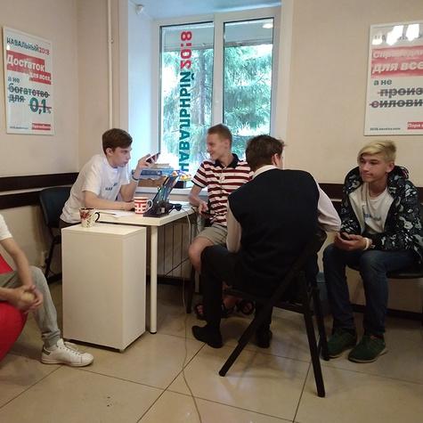 волонтёры в штабе