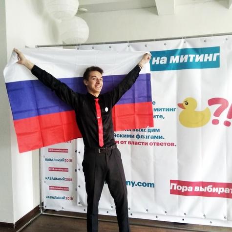 12 июня волонтеры получили прекрасные флаги России