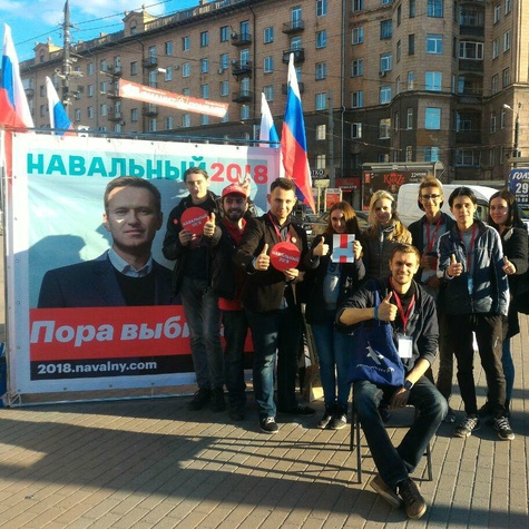 Куб на площади Революции