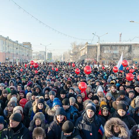 Вкаждом городе навстречи приходили тысячи избирателей