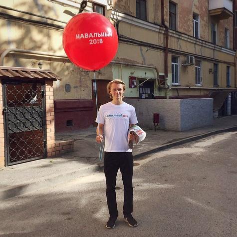 Волонтер собирается агитировать с шаром