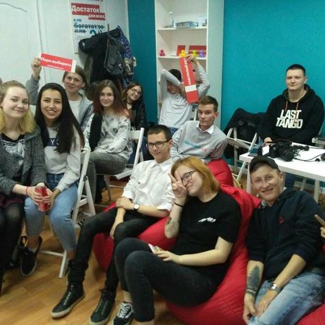 Каждый четверг в штабе — просмотр «Навальный в 20!8»
