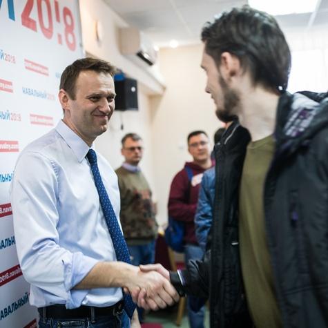 Алексей лично пожал руку каждого волонтёра