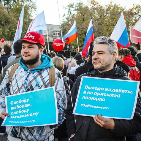 Люди выходили протестовать против незаконных задержаний Навального