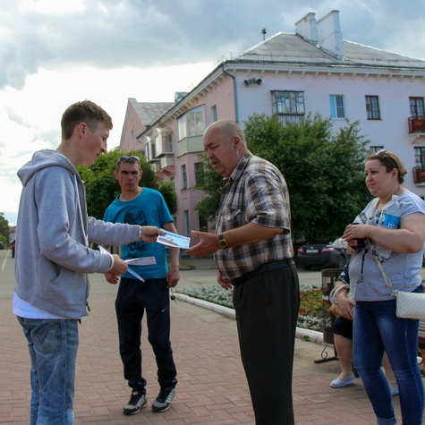 Жители активно берут листовки