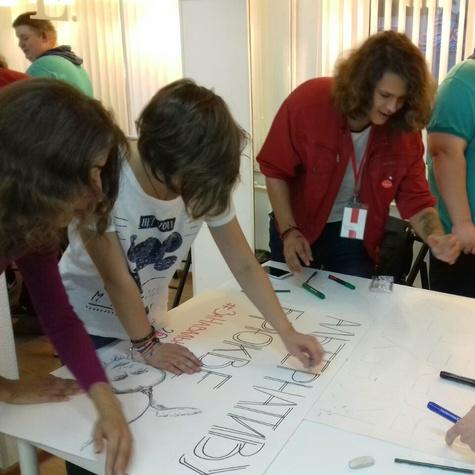 Рисуем плакаты в штабе - готовимся к мероприятию