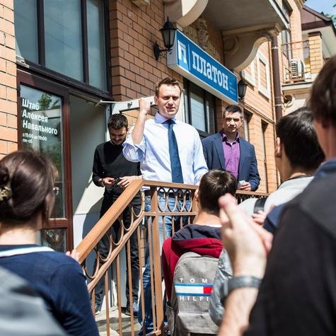 АлексейНавальный приветсвует волонтёров в Пскове