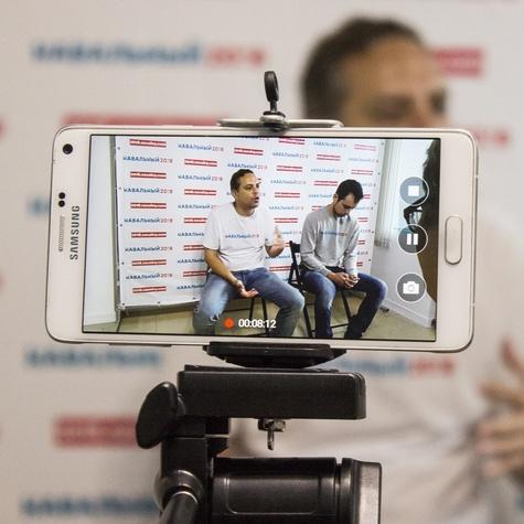 На пресс-конференции Владимир Милов отвечает на вопросы хабаровских журналистов