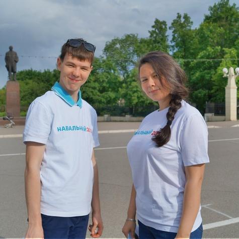 Волонтеры на уличной агитации