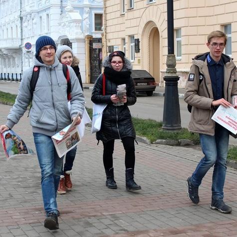 Волонтеры на агитпрогулке